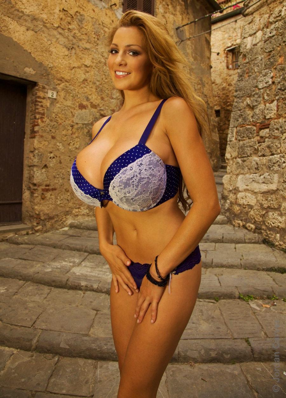 Zdj Cie Jordan Carver Topless Nude Oktoberfest